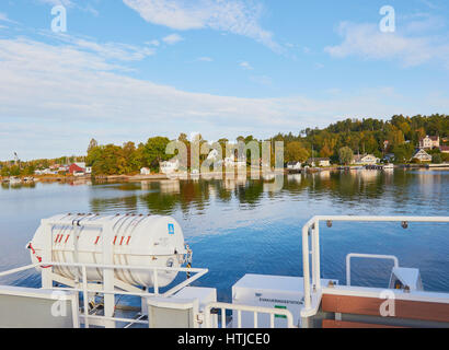 Island community in the Stockholm archipelago seen from ferry, Sweden, Scandinavia - Stock Photo