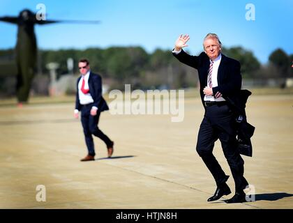 U.S. President Donald Trump waves as he arrives at Joint Base Langley-Eustis March 2, 2017 in Hampton, Virginia. - Stock Photo