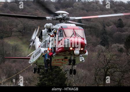 Ambleside, Cumbria, United Kingdom. 12th Mar, 2017. Caernarfon Based Sikorsky S-92 Rescue 963 trsining with Mountain - Stock Photo