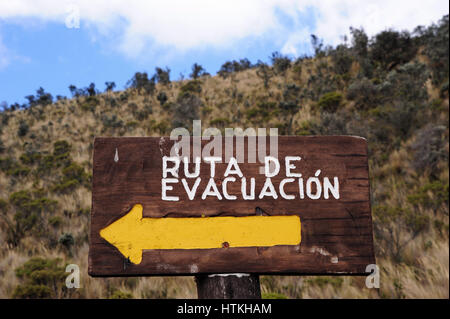 Cotopaxi, Ecuador. 15th Oct, 2016. Out and about in the 4000 metre high Cotopaxi National Park. A sign points to - Stock Photo