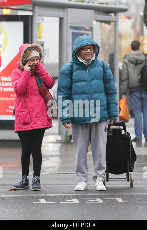 Pedestrians wrap up warm on a freezing winter morning in North London.  Where: London, United Kingdom When: 10 Feb - Stock Photo