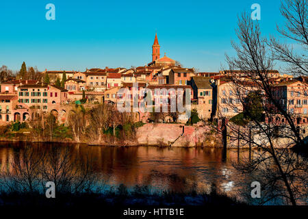 a view of the Tarn River as it passes through Albi, in France, with the Madeleine district on the right highlighting - Stock Photo