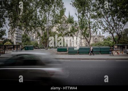 People wlaking in the Siene street shore, with Notre Dame in the back, Paris. - Stock Photo
