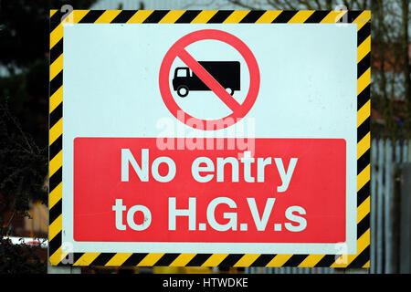 No entry for heavy goods vehicles sign. - Stock Photo