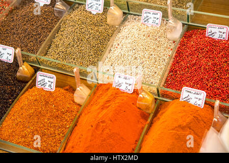 Colorful spices for sale at a market in Istanbul - Stock Photo