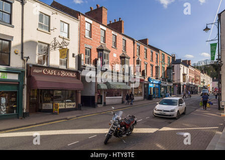 Castle Street or Heol-y-Castell in Llangollen a major gateway into North Wales and a popular destination for visitors - Stock Photo