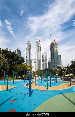 KUALA LUMPUR, MALAYSIA - DECEMBER 28 2016: Petronas Towers on December 28, 2016 in Kuala Lumpur, Malaysia.Petronas - Stock Photo