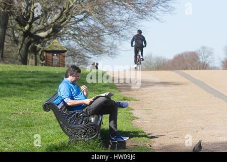 London, UK. 15th Mar, 2017. People enjoy the early spring sunshine Credit: amer ghazzal/Alamy Live News - Stock Photo