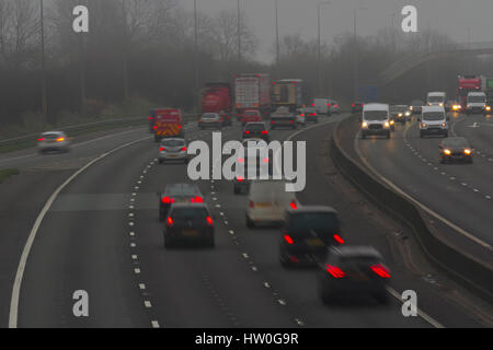 Chorley, Lancashire, UK.  UK Foggy Weather. 16th March, 2017.  Congestion builds on the M6 at Parbold as local heavy - Stock Photo