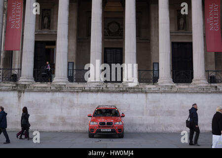 London, UK. 22nd Mar, 2017. Police car on watch outside the National Gallery at Trafalgar Square in London a few - Stock Photo
