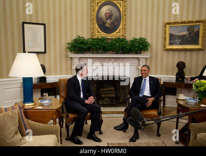 United States President Barack Obama, right, talks to Prime Minister David Cameron of Great Britain in the Oval - Stock Photo