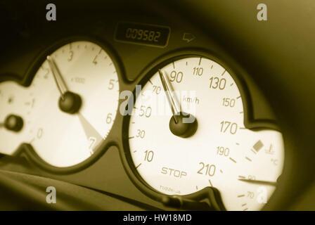 Speedometer with empty tank announcement in a car, Tachometer mit leerer Tankanzeige in einem Auto