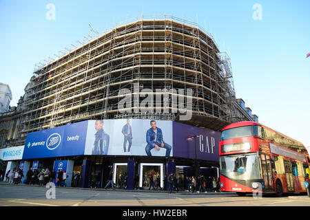 The advertising billboard lights at Piccadilly Circus are covered in scaffolding during their refurbishment. The - Stock Photo