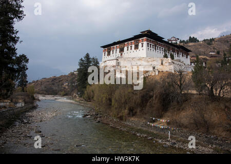 Bhutan, Paro, Rinpung Dzong. Paro River (Paro Chhu) view of the 15th century Buddhist monastery and fortress. Historic - Stock Photo