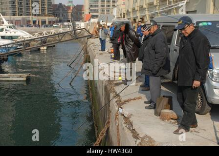 Qingdao, Qingdao, China. 16th Mar, 2017. Qingdao, CHINA-March 16 2017: (EDITORIAL USE ONLY. CHINA OUT).Some citizens - Stock Photo