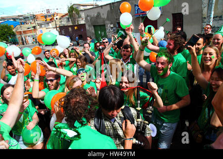 La Paz, Bolivia, 17th March 2017. Expats and tourists take part in the annual St Patrick's Day parade organised - Stock Photo