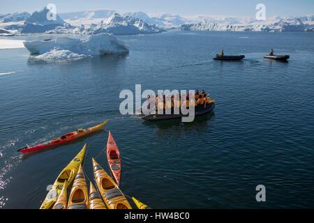 Crystal Sound, Antarctic Peninsula, Antarctica. 20th Jan, 2017. A zodiac pulls kayaks as it takes tourists to go - Stock Photo