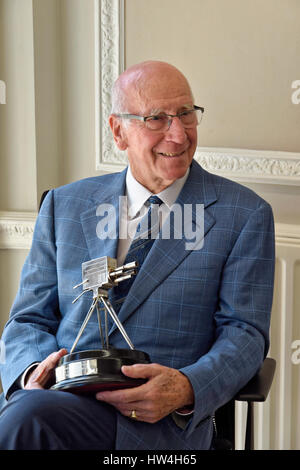 Sir Bobby Charlton holding the BBC Sports Personality of the Year  Lifetime Achievement Award 2008 - Stock Photo
