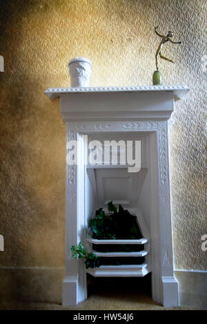 White painted Victorian cast iron fireplace - Stock Photo