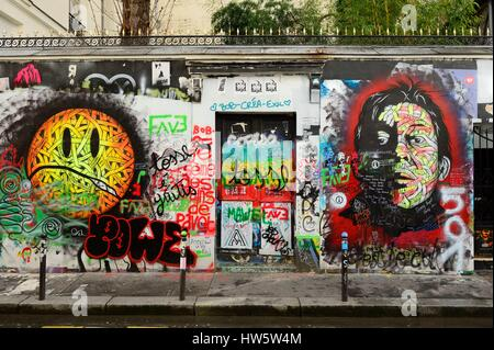 France, Paris, rue de Verneuil, frescos on the facade of the house of Serge Gainsbourg - Stock Photo