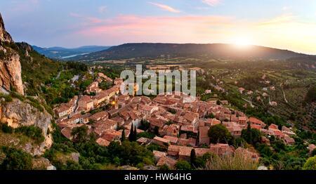 France, Alpes de Haute Provence, Village of Moustiers Sainte Marie - Stock Photo