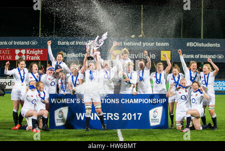England captain Sarah Hunter lifts the Six Nations trophy as she celebrates with her team mates after winning the - Stock Photo