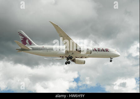 Boeing 787 Dreamliner in Qatar Airways livery on landing approach to Farnborough Airshow, UK - Stock Photo