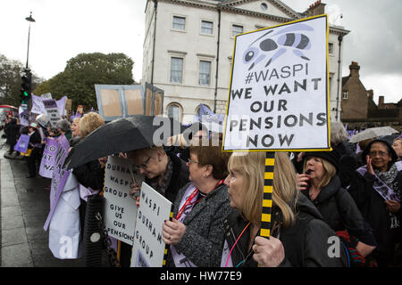 London, UK. 8th March, 2017. Campaigners from Women Against State Pension Inequality (WASPI) protest outside Parliament - Stock Photo