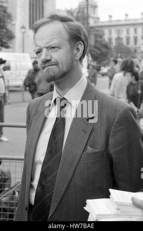 Robin Cook, Shadow Secretary of State for Health and Labour party Member of Parliament for Livingstone outside the - Stock Photo