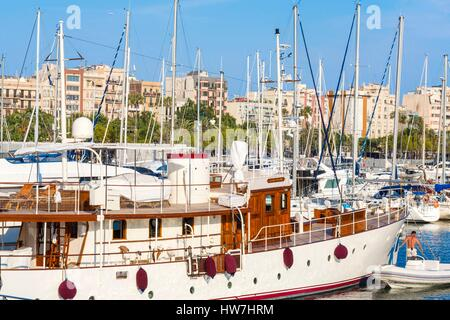Spain, Catalonia, Barcelona, Port Vell, boats in the marina - Stock Photo