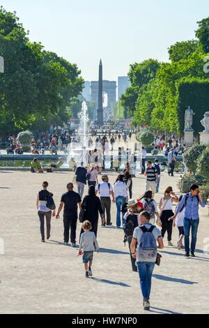 France, Paris, area listed as World Heritage by UNESCO, Garden of the Tuileries, goes and comes from walkers on - Stock Photo