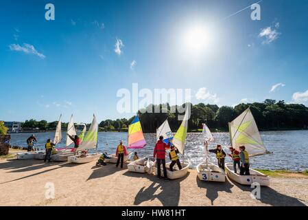 France, Côtes-d'Armor, Châtelaudren, boating activity on the lake - Stock Photo