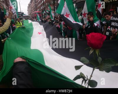 London, UK. 18th March, 2017. Six years o the Revolution in Syria march, London, UK Credit: Nastia M/Alamy Live - Stock Photo