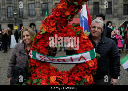 Amsterdam, Netherlands. 18th March 2017. Syrians pose at a number 6 made from flowers. Syrians living in Amsterdam - Stock Photo