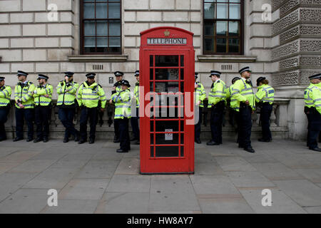 London, UK. 18th March 2017. The line of metropolitan police officers behind the red telephone box monitoring UN - Stock Photo