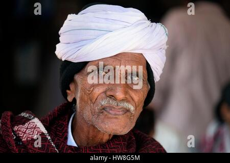 India, Gujarat State, Ahmedabad, listed as World Heritage by UNESCO, portrait of man with a turban - Stock Photo