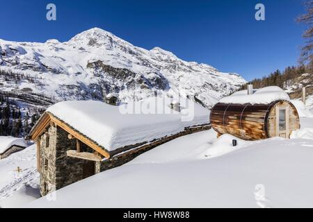 France, Savoie, Tignes, Le Villaret des Brevieres, chalet and sauna wood in the shape of barrel, Haute-Tarentaise, - Stock Photo
