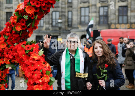 Amsterdam, Netherlands. 18th Mar, 2017. Syrians pose at a number 6 made from flowers. Syrians living in Amsterdam - Stock Photo