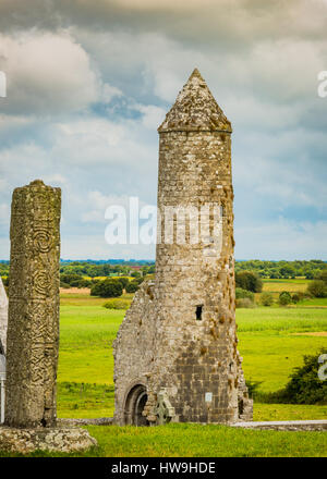 Temple Finghin & McCarthy's Tower with the South Cross in left foreground - Stock Photo