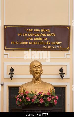 Vietnam, Ho Chi Minh City, History Museum, Ho Chi Minh Statue - Stock Photo