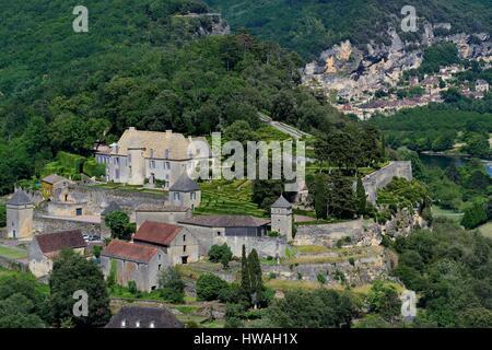 France, Dordogne, Perigord Noir, Dordogne Valley, Vezac, park and castle Marqueyssac of the 18th century, the village - Stock Photo