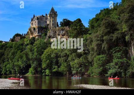 France, Dordogne, Perigord Noir, Dordogne Valley, Vitrac, Montfort Castle, down the Dordogne in canoeing - Stock Photo