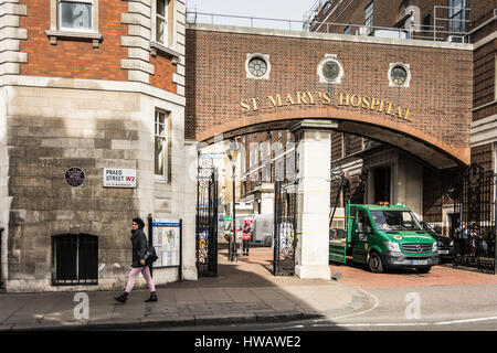 Plaque to Sir Alexander Fleming outside St Mary's Hospital, London, UK - Stock Photo
