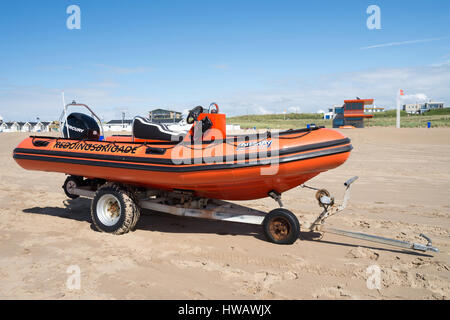Speedboat of the Dutch lifeguard association at the beach of Katwijk in front of the guardhouse - Stock Photo