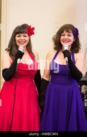 """Cardiff, Wales, UK. 19th March, 2017. The duo """"Gentlemen prefer blondes"""", performing at Cardiff's Vintage Fair at - Stock Photo"""