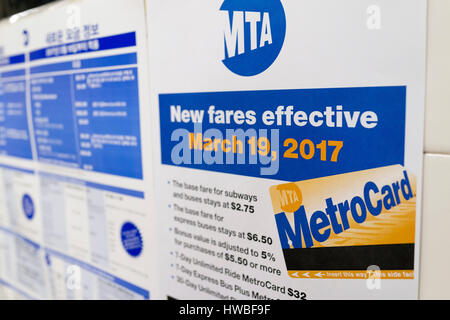 New York, USA. 19th Mar, 2017. Photo taken on March 19, 2017 shows the new MetroCard fare adjustment notice at a - Stock Photo