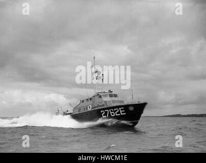 AJAX NEWS & FEATURE SERVICE. 7TH JUNE, 1956. SOLENT, ENGLAND. -ASR SEA TRIALS- AIR SEA RESCUE CRAFT 2762E AT SPEED - Stock Photo