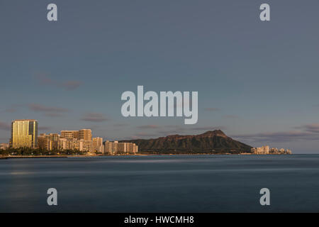 A view of Diamond Head and Waikiki from Ala Monana beach park. - Stock Photo