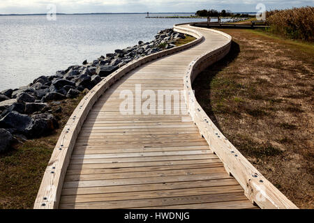 NC00698-00...NORTH CAROLINA - Walkway along Currituck Sound at the Whalehead Club in the town of Corolla on the - Stock Photo