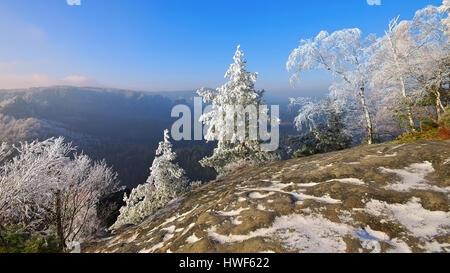 Elbsandsteingebirge im Winter Blick vom Teichstein - Elbe sandstone mountains in winter and hoarfrost, view from - Stock Photo